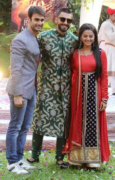 Ranveer Singh takes a with 'Swaragini' actress Helly Shah while promoting Bollywood Stars, Bollywood Fashion, Tejaswi Prakash, Helly Shah, Sari, Actress Pics, Ranveer Singh, Tv Actors, Churidar