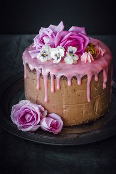 A layered chocolate mud cake with a delicious raspberry frosting and a milk chocolate buttercream on the outside. Deceptively simple to make. Recipe for this gorgeous cake @ sugar et al Chocolate Mud Cake, Chocolate Buttercream, Buttercream Cake, Sweet Recipes, Cake Recipes, Dessert Recipes, Food Cakes, Cupcake Cakes, Cake Decorating Courses