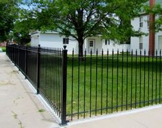 Unique+Ideas+for+Yard+Fencing | ... fencing is ideal for front yard solutions this fence takes up grade