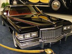 picture of a 1976 Cadillac Sedan Deville
