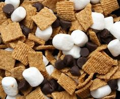 to Love: Great Camping Ideas Smores Trail Mix: Great Camping Ideas - fun dessert for kids when we can't do a camp fire.Smores Trail Mix: Great Camping Ideas - fun dessert for kids when we can't do a camp fire. Yummy Treats, Delicious Desserts, Sweet Treats, Yummy Food, Yummy Snacks, Trail Mix Recipes, Snack Recipes, Snacks Ideas, Vegan Snacks