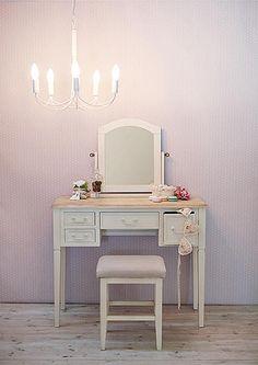 大人可愛いシャビースタイルなドレッサー:シンプルモダン,ホワイト系,Home's Style(ホームズスタイル)のドレッサーの画像