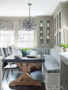 Banquette Seating In Kitchen, Kitchen Benches, Dining Nook, Dining Room Table, Dining Chairs, Kitchen Breakfast Nooks, Kitchen Nook, Home Decor Kitchen, Kitchen Dining