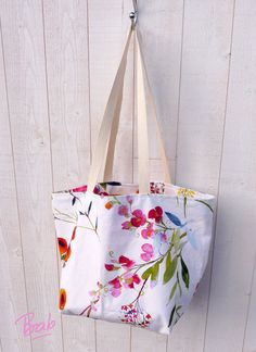 The Reversible Bag in 1 hour Chrono. – Bab the DIYer Blog Couture, Couture Week, Diy Tote Bag, Reusable Tote Bags, Elsbeth Und Ich, Bag Sewing, Cowboy Christmas, Cowgirl Outfits, Couture Sewing