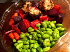 Salade betterave, carotte, edamame et poulet Boite A Lunch, Edamame, Sprouts, Fruit, Vegetables, Food, Gourmet, Pret A Manger, Meal