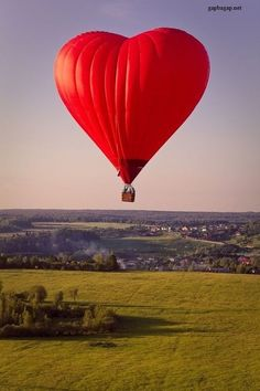 Beautiful Picture Of Hot Air Balloon For Valentine's Day