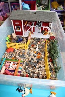 Pink and Green Mama: Fun On the Farm Part 1: Farm Sensory Box