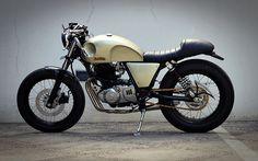 Thunder 250 Studio Motor: http://garagemcaferacer.blogspot.com.br/2013/03/suzuki-thunder-250-by-studio-motor.html