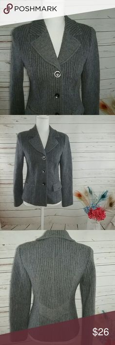Geiger Australia Gray Stripe Wool Blazer Jacket 36 This is a geiger Australia 100% wool grey striped Blazer. It does have pockets. It is unlined as it is more of a sweater type Blazer than a lined Blazer. Is in great pre-owned condition and is a European size 36. I will provide measurements. Measures: Geiger Jackets & Coats Blazers