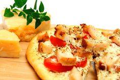 Пицца с овощами и копченым салом