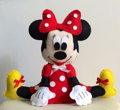 Boneca Minnie sentada