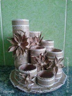 Beautiful Vintage Upcycled Tin Can Holder for Craft Supplie Tin Can Crafts, Diy Home Crafts, Arts And Crafts, Mason Jar Crafts, Bottle Crafts, Toilet Paper Roll Crafts, Paper Crafts, Deco Champetre, Burlap Crafts