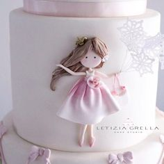 Cake decorated with pretty gum paste girl. Baby Cakes, Baby Doll Cake, Fondant Cakes, Cupcake Cakes, Super Torte, Rodjendanske Torte, Little Girl Cakes, Fondant Decorations, Birthday Cake Girls