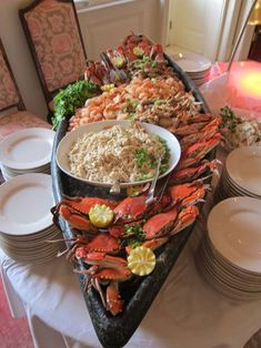 Here's some great New Orleans Food: Boiled Shrimp, Boiled Crabs and Plenty of Extra Claws! Nothing like having home cooked food. Seafood Platter, Seafood Dishes, Seafood Recipes, Cooking Recipes, Seafood Buffet, Chicken Recipes, I Love Food, Good Food, Yummy Food
