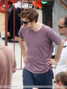 ROBsessed™ - Addicted to Robert Pattinson: Sinful Sunday starring Robert Pattinson Robert Pattinson Twilight, Robert Pattinson And Kristen, Kristen Stewart, Professional Photographer, Things That Bounce, Sunday, Photoshoot, Stars, Mens Tops