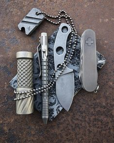 Tap the image to check out the top 5 vital survival tools of this decade 💪. The greatest bushcraft gear, bushcraft camping gear, and doomsday prepping gear ⛏ Survival Gadgets, Survival Tools, Survival Prepping, Survival Hacks, Outdoor Survival Gear, Edc Tools, Bushcraft Skills, Bushcraft Knives, Urban Survival Kit