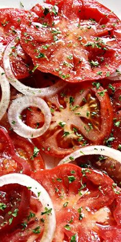Balsamic Vinegar Tomato Salad Slice up 5 washed tomatoes & arrange with 1 sliced Vidalia onion overlapping. Sprinkle with 1 to 2 Tbsp balsamic vinegar & 3 Tbsp EVOO. Sprinkle with basil, pepper & garlic powder to taste. Vegetable Recipes, Vegetarian Recipes, Cooking Recipes, Healthy Recipes, Healthy Foods, Vegetable Soups, Chicken Recipes, Recipe Chicken, Mushroom Recipes