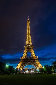 ✯ The eiffel tower at night.  You should see it flicker/sparkle on the hour.  Really cool!