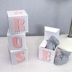 cubes lettres prénom en Carton épais et tissu imprimé pour chambre d'enfant, range tetine, boîte à quenottes, motifs : rose, gris