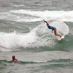 @Quincy Davis ripping at the #swatchgirlspro in Hossegor, France