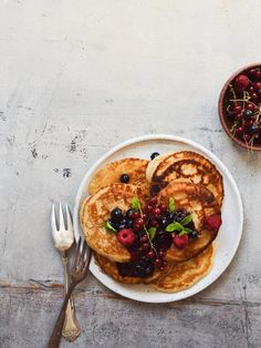 luftige amerikanske pandekager Pancakes And Waffles, Smoothie Bowl, Food Inspiration, Tapas, Cake Recipes, Breakfast Recipes, Bacon, Food And Drink, Favorite Recipes