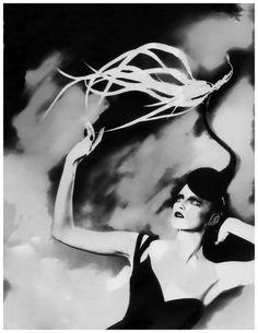 PHOTO Lilian Bassman Vogue Germany 1998 Kronung des Chic Modell Jada Hut with Philipp Treacy Hat