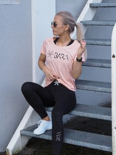 Welcome to BARA Sportswear. We make sportswear for women. Shop our leggings, sports bra, tops and more with worldwide shipping. Tights, Leggings, Urban Looks, Dusty Pink, Sportswear, Active Wear, Dress Up, Sporty, Sweatpants