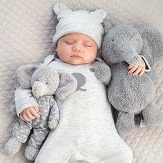 💙 📸 So so cute 🍓👣😴 😴Baby 😳🤗💞 So Cute Baby, Baby Kind, Cute Kids, Cute Babies, Baby Model, Foto Baby, Cute Baby Pictures, Baby Sleep, Can't Sleep