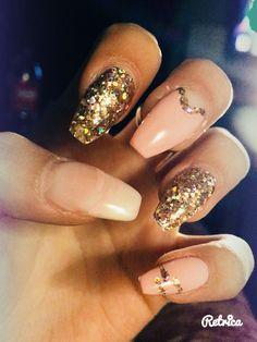 Nails pastel rose ; white ; big glitter bronze