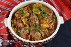 Gulas unguresc de vitel - CAIETUL CU RETETE Romanian Food, Carne, Deserts, Pork, Dinner, Ethnic Recipes, Recipes, Kale Stir Fry, Dining