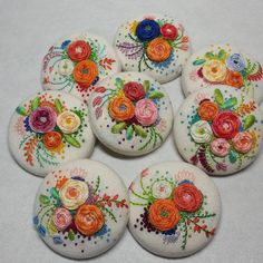 Wonderful Ribbon Embroidery Flowers by Hand Ideas. Enchanting Ribbon Embroidery Flowers by Hand Ideas. Hand Embroidery Flowers, Embroidery On Clothes, Types Of Embroidery, Learn Embroidery, Silk Ribbon Embroidery, Hand Embroidery Designs, Embroidery Applique, Embroidery Stitches, Embroidery Patterns