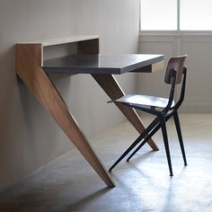 Wood and concrete desk. La Manufacture Nouvelle.