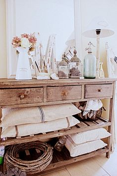 Love the styling of this rustic romantic Table