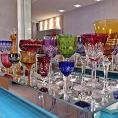 Crystal Centerpieces, Crystal Glassware, Crystal Vase, Waterford Crystal, Bar Sala, Drink Display, Colorful Decor, Diy Furniture, Stoneware