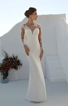 Lace mermaid gown with sweetheart neckline.
