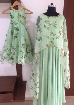 Mom Daughter Matching Outfits, Mommy Daughter Dresses, Mom And Baby Dresses, Mother Daughter Fashion, Kids Frocks, Long Frocks For Kids, Baby Girl Fashion, Mom Fashion, Kids Gown