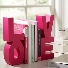 Fermalibri fai da te - Paint and glue together block letters to use as book ends. Cute Crafts, Crafts To Do, Arts And Crafts, Diy Crafts, Diy Projects To Try, Craft Projects, Craft Ideas, Teenage Girl Room Decor, Do It Yourself Organization