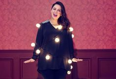 As Melissa McCarthy continues down her stunning weight loss journey, she recently showed off her look in a shoot promoting a new clothing line. And the pictures are totally wow-worthy. Honey Garlic Chicken, Garlic Shrimp, Baked Bbq Ribs, Hummingbird Cake Recipes, Melissa Mccarthy, New Instagram, Pork Chops, Curly Hair Styles, Weight Loss