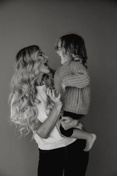 Mom And Baby Photography Discover Mom Guilt - Barefoot Blonde by Amber Fillerup Clark Amber Fillerup- Barefoot Blonde Blonde Photography, Photography Poses, Family Photography, Children Photography, Mom Daughter Photos, Mother Daughter Photography, Mother Daughters, Mother And Baby, Mom And Baby