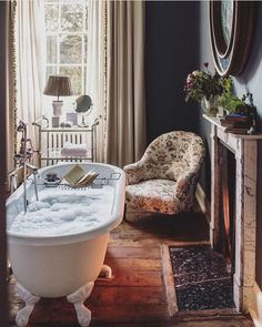 A Girls Getaway to Babington House in Somerset - a beautiful retreat, just outside of London - via Stacie Flinner Home Interior, Interior And Exterior, Interior Decorating, French Interior Design, Decorating Ideas, Decor Ideas, Deco Design, Design Case, Babington House