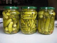 Adventures in Canning: Dill Pickles - The Ramblings of an Aspiring Small Town Girl Creamed Cucumbers, Pickling Cucumbers, Canning Recipes, My Recipes, Healthy Recipes, Canning Dill Pickles, How To Make Pickles, Pickled Cabbage, Hungarian Recipes
