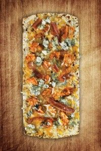 1 Flatout® Flatbread Artisan Thin Pizza Crust ½ cup chicken breast, cooked and shredded 2 Tbsp. hot sauce 2 Tbsp. blue cheese dressing 3 Tbsp. cooked bacon pieces 1/2 cup shredded mozzarella/Cheddar blend cheese 1/4 cup crumbled blue cheese 1/4 cup sliced celery (optional)