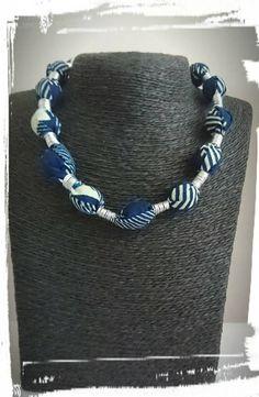 Retrouvez cet article dans ma boutique Etsy https://www.etsy.com/fr/listing/524543938/collier-en-tissu-wax-bleu