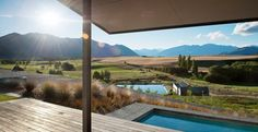 Hawkesbury Residence by Marmol Radziner, Mt Barker, Wanaka, New Zealand. Garden Architecture, Residential Architecture, Amazing Architecture, New Zealand Landscape, White Ceiling, Architect Design, Outdoor Pool, Outdoor Spaces, House Design