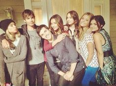 Cast PLL Ashley,Tyler ,Shay,Ian , Lucy ,Troian ,Sasha  Pretty Little Liars season 5