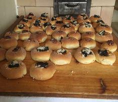 Moravské koláče ako od babičky - mäkučké ako dych: Pridajte do cesta túto prísadu, rozdiel spoznáte hneď! Bagel, Food And Drink, Bread, Dishes, Nova, Basket, Plate, Breads, Utensils