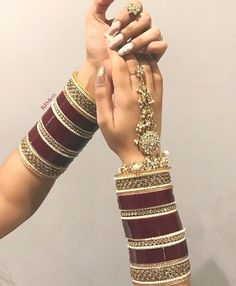 Gold Jewelry With Price Indian Bridal Jewelry Sets, Bridal Bangles, Indian Jewelry, Chuda Bangles, Wedding Chura, Wedding Dress, Bridal Chuda, Hand Jewelry, Gold Jewellery