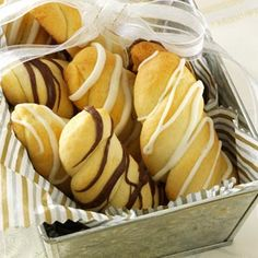 Almond-Ricotta Twists Recipe -A very dear friend gave me this recipe so I make these to remind me of our time together. I like to drizzle melted white chocolate or chocolate chips on the baked cookies Italian Rainbow Cookies, Italian Cookies, Italian Desserts, Italian Recipes, Italian Foods, Dessert Crepes, Dessert Buffet, Cookie Desserts, Cookie Recipes