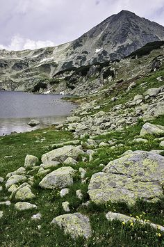 Large stones with a strage yellow texture on their surface, on the grass next to the shore of Bucura glacial lake in the Retezat Mountains. Beautiful World, Beautiful Places, His Dark Materials, Look At The Sky, Photo Contest, Natural World, Nature Photos, Vacation Trips, Beautiful Landscapes