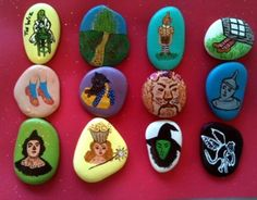 Wizard of Oz stones Toto, are we in anymore? Pebble Painting, Stone Painting, Rock Painting, Wizard Of Oz Film, Savannah Craft, Hand Painted Rocks, Painted Stones, Pet Rocks, Stone Crafts
